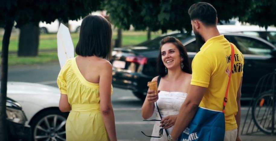 Romênia Sorri Com Vienna Café Gelado