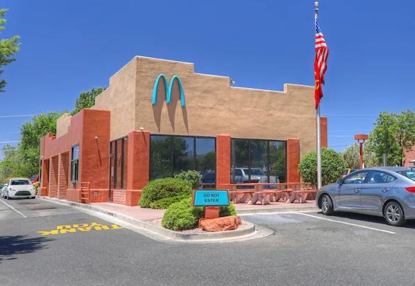 McDonald's Adota Arcos Azuis